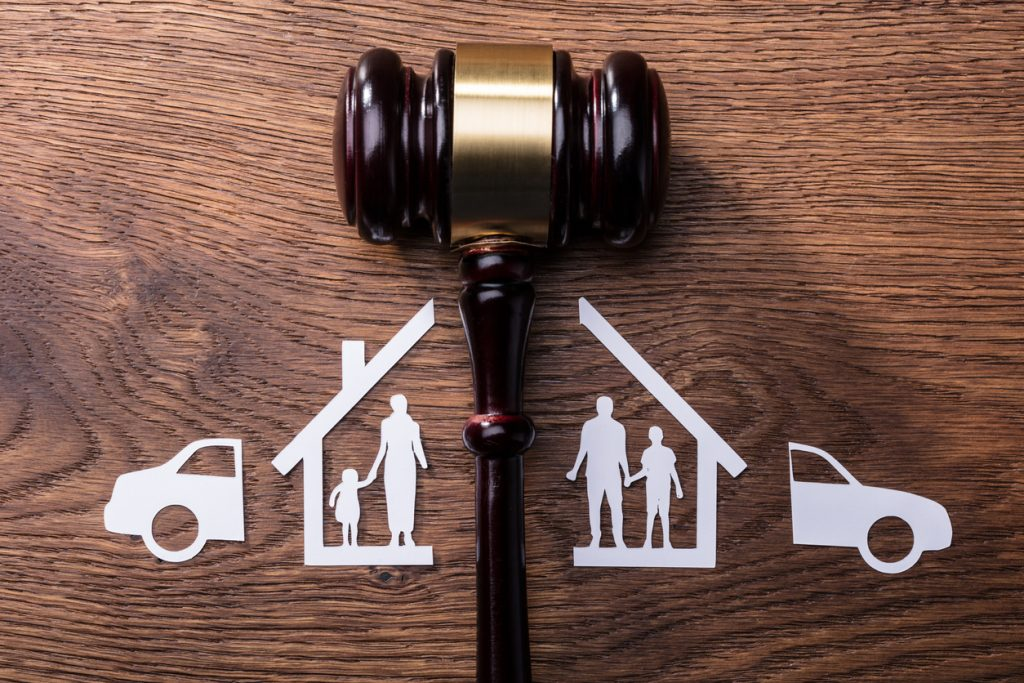 Children may transit between parents if there is a court order